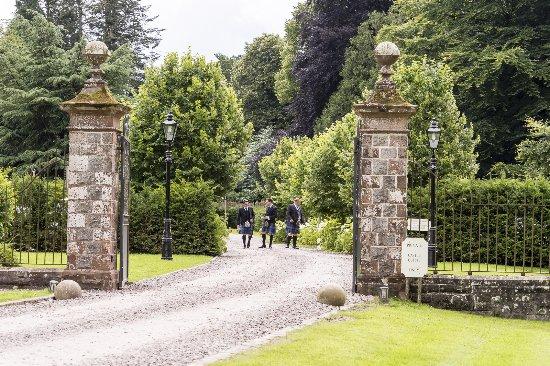 Glaslough, Irlanda: Irlandais en Kilt pour un mariage
