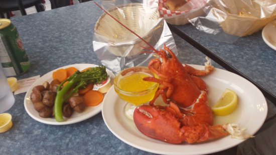 Lobster Kettle Restaurant: The Lobster Kettle Louisbourg Nova Scotia