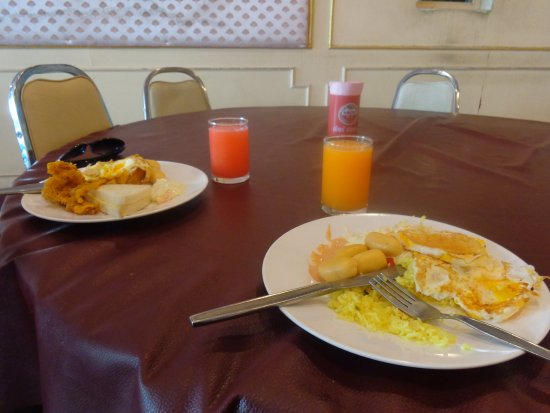 Beverly Plaza Hotel: breakfast menu is poor and not well maintained at all...