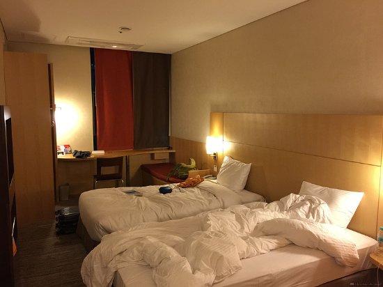 釜山市中心宜必思大使飯店: 房間不大,但至少稱得上幹凈整潔,比很多經濟型酒店都好