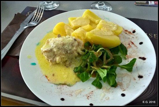 Avrillé, France : Poisson et pommes de terre sauce au beurre.