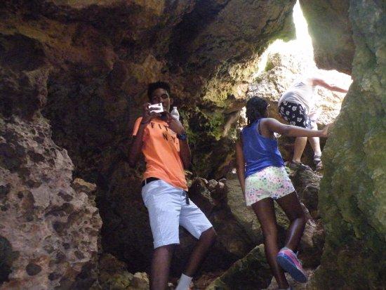 The Caves at Two Foot Bay : Mid way up the climb