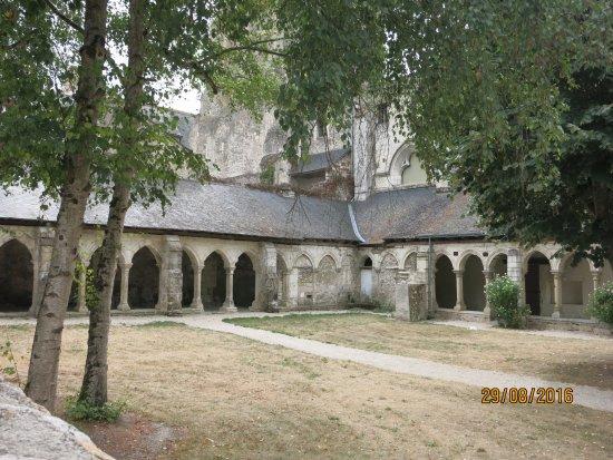 Cormery, France : cloître
