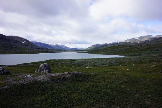 Västerbottens län, Zweden: South View looking toward Alesjaure Fjallstation from Kieron