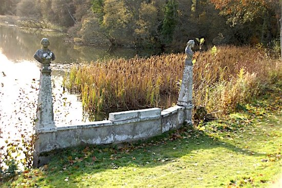 Selkirk, UK: Water outlet for the loch with bullrush,s in the background