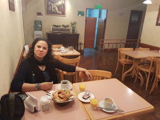 Gran Hotel Hispano: Café da manhã simples