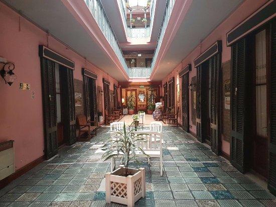 Gran Hotel Hispano: Corredor para área do café