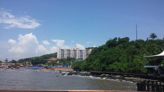 Azul Ixtapa Beach Resort & Convention Center: desde puente hacia Oyster bar, restaurante también del hotel