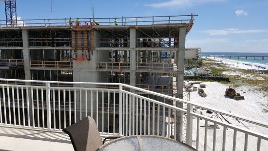 Waterscape Condominiums: The noise was defeaning.