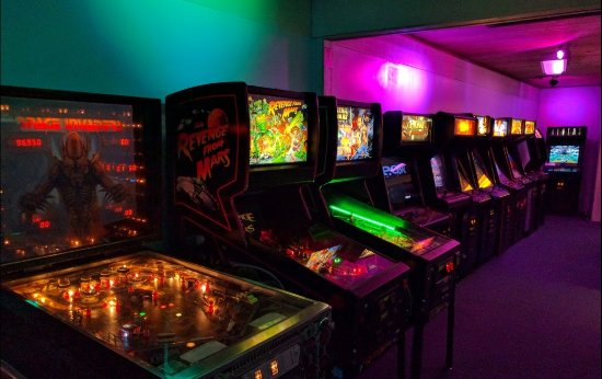 Бедфорд, Техас: Pinball and Classic Arcade Games