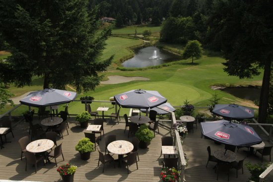Nanoose Bay, Canadá: The Fairwinds patio overlooking the 9th hold