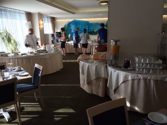 Amalia Hotel: Breakfast time