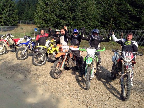 Covasna, โรมาเนีย: group of friends on enduroKapatia tour