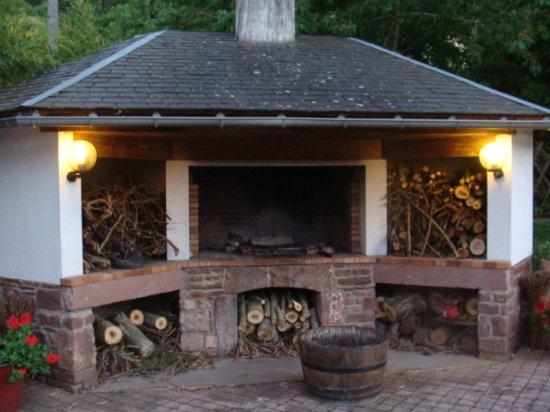 Camares, فرنسا: Barbecue utilisé lors des soirée d été