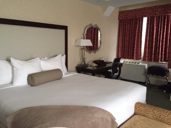 Wayne Hotel: King Superior Room