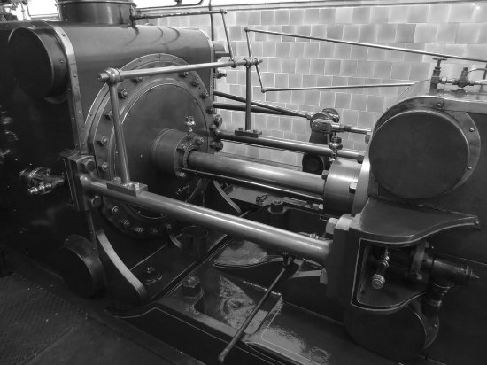 Queen Street Mill Textile Museum: pistons on the steam engine