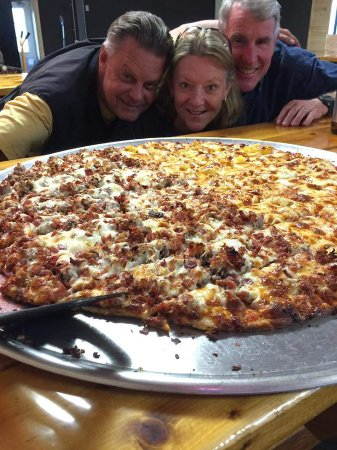 Tower, MN: The infamous Bamboozler pizza....AMAZING!