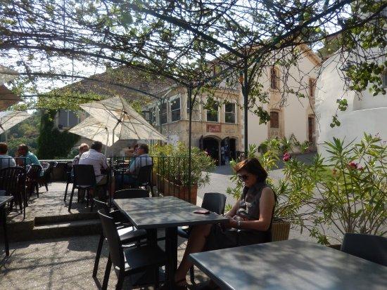 Lacoste, France : Le café de France vue de la rerrasse