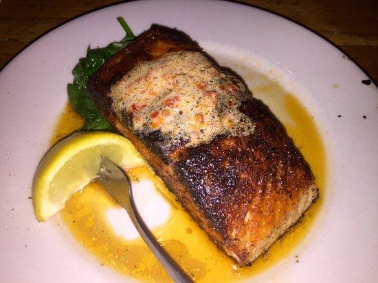 Wallpack Center, Nueva Jersey: Blackened Salmon.