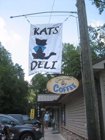 Tellico Plains, Теннесси: Sign out front of Kat's Deli