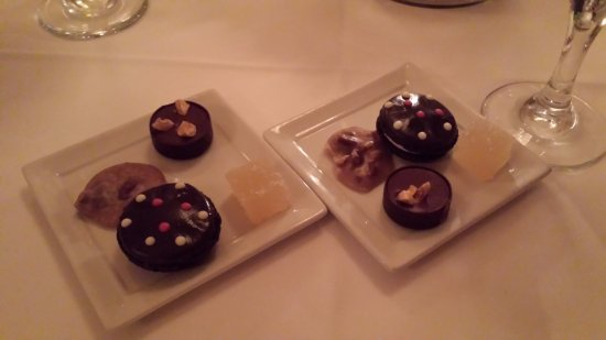 "Restaurant August: A ""gift from the kitchen"" - assorted mini treats"