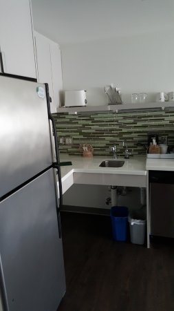 Element Ewing Princeton: 1 bedroom suite, kitchen