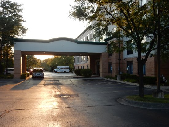 Wingate by Wyndham Arlington Heights: Main entrance