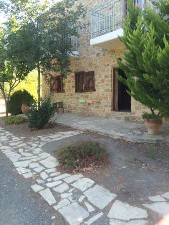 Akros Oreon Green Small Hotel: Det var vores lejlighed, i dette smukke stenhus.
