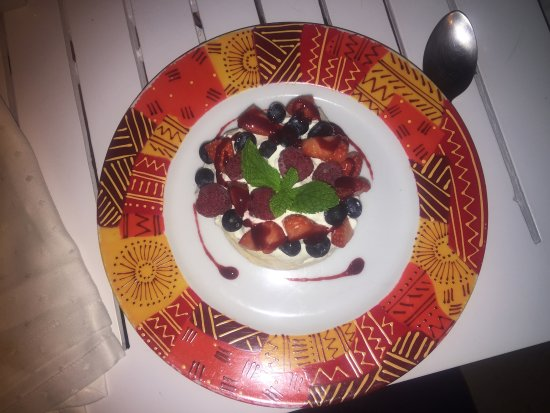 Restaurante Soleado : The best dessert ever ..... Pavlova with Mascarpone and lime covered in exotic fruits.