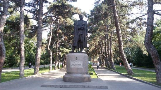 Monument to Bauyrzhan Momyshuly