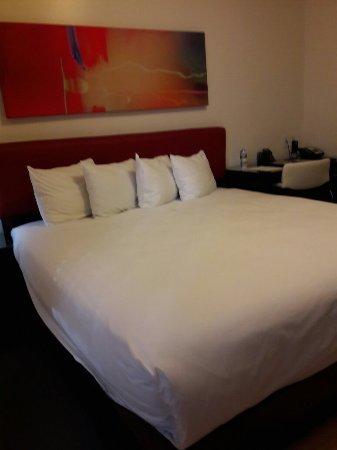 The MAve Hotel: Séjour début septembre  chambre King size