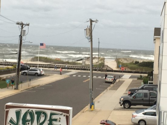 Jade East Motel: Top Deck View - (1) BLOCK AWAY FROM BEACH!!