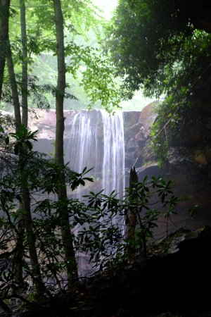 Uniontown, PA: Cucumber Falls, just a few miles from the inn