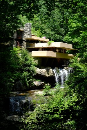 Uniontown, PA: Fallingwater, also near the inn