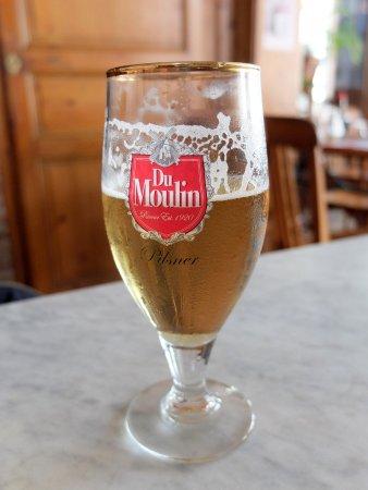Cafe Aux Trois Moulins: pression légère et désaltérante