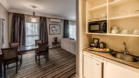 Southern Sun Katherine Street Sandton: one bedroom suites