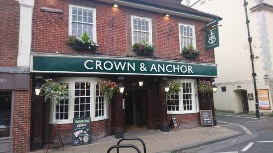 Crown and Anchor : Pub at the end of summer
