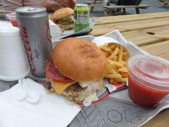 Herouville-Saint-Clair, Frankrike: Don Corleon : Steak haché–Bacon grillé–Sauce Parmesan–Cheddar-Confit oignons-Tomates séchées Bas