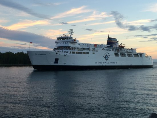 Chi-Cheemaun Ferry coming to dock at South Baymouth