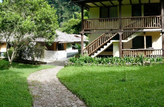 El Refugio de Intag Cloud Forest Lodge: The main house with dining room