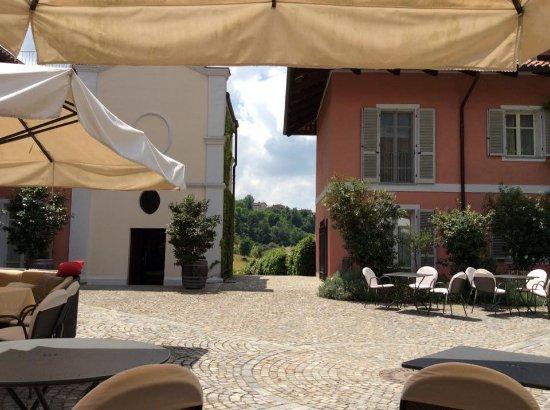 Benevello, Italien: internal courtyard
