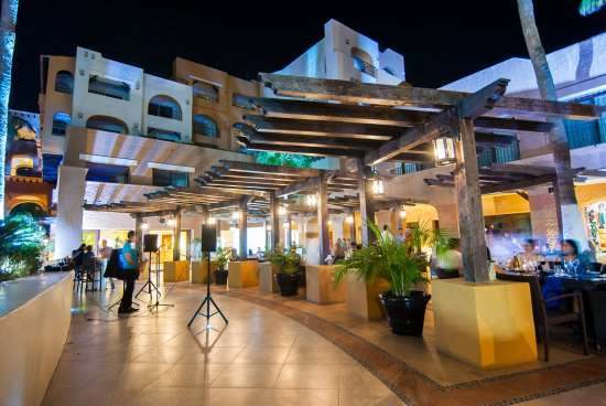 Tesoro Los Cabos: LightHouse Bistro & Wine Bar