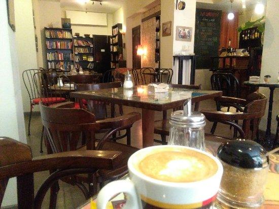 La Qarmita Bookshop-Cafe: IMG_20160913_161649_large.jpg