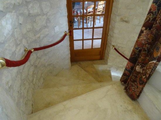 Chatellerault, Francia: l'escalierqui dessert les chambres et donne accés à la salle à manger