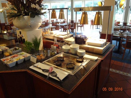 Geldrop, Niederlande: Restaurant at breakfast (Egg frying place)