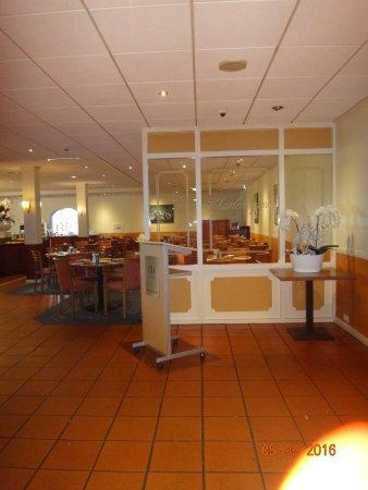 Geldrop, Niederlande: Restaurant at breakfast