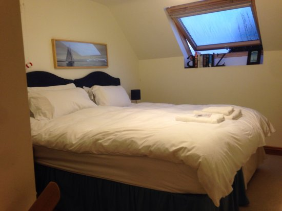 Highfields Farm Bed and Breakfast: King size bed with a duvet that was wonderful to snuggle into