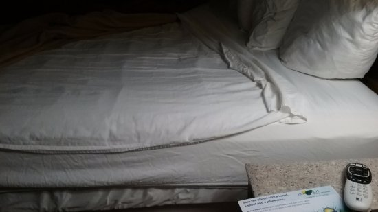 Middleboro, MA: Sheet doesn't fit the bed and talk about thin!