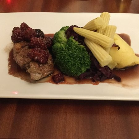 Meriden, UK: Duck with blackberry's