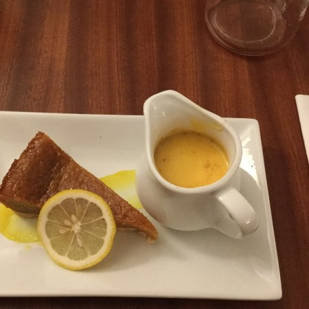 Meriden, UK: Treacle tart with ginger custard